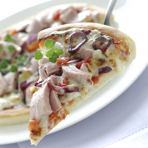 1134_pizza-mediterranea-con-tonno-e-cipolle-rosse